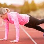 Lankku on tehokas liike keskivartalolle. Erilaiset variaatiot, kuten jalkojen nostamien vuorotellen ilmaan, tuovat liikkeeseen lisähaastetta.
