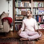 Viime vuosien aikana Jani on opetellut meditoimaan ja ryhtynyt vegaaniksi.