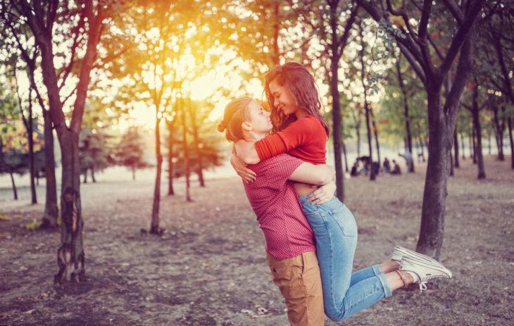 Kannustava kumppani ei rajoita tai vähättele, vaan tukee ja rohkaisee.