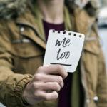 Suomalaisista naisista 12 prosenttia on kokenut seksuaalista häirintää työssään viimeisen kahden vuoden aikana, selviää Taloustutkimuksesta, 2018.
