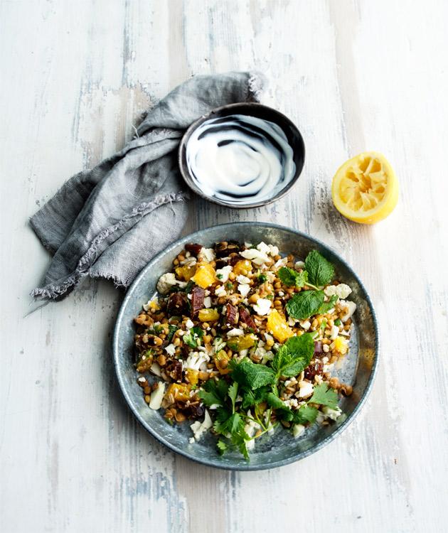 marokkolainen linssi-jyväsalaatti