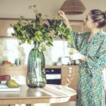 Kodin itäisimpään osaan kannattaa fengshuin mukaan lisätä vihreää esimerkiksi viherkasvien muodossa. Itäisen osan tunnelma vaikuttaa perheen hyvinvointiin ja yhteenkuuluvuuden tunteeseen.