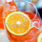 Aperol Spritz maistuu alkoholilla tai ilman – ja taipuu myös booliksi.