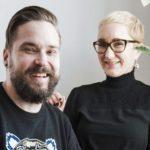 Jukka ja Maija Viikilä ovat 19 vuoden yhdessäolonsa aikana tukeneet toisiaan vuorotellen. Maija elätti perhettä Jukan kirjailijanuran alkuvaiheessa, ja siksi Jukka antoi Finlandia-palkintorahansa Maijalle.
