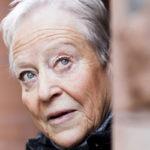 – En kuulu niihin, jotka ylistävät vanhenemisen ihanuutta. Olen aina ollut aktiivinen ihminen ja kaipaan sitä vilskettä, joka minua ennen ympäröi, Yrsa Stenius sanoi viime vuonna.
