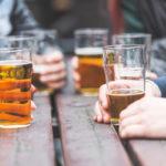 Suosituksia runsaampi alkoholinkäyttö lisää rasvan määrää erityisesti vyötäröllä.