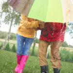 Tyypillisesti juhannuksena sataa ainakin jossain päin Suomea. Viimeksi vuonna 2007 sää oli pääosin poutainen ja aurinkoinen koko maassa.