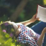 Kesällä ihaninta on, kun voi kiireettömästi upota hyvän kirjan maailmaan.