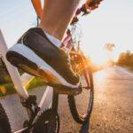 Ulkona pyöräileminen aktivoi lihaksia hieman tehokkaammin kuin spinning.