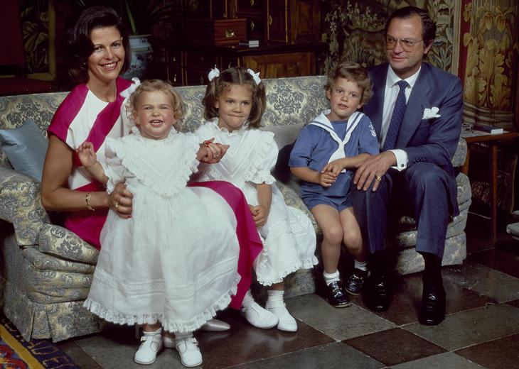 Kuningatar Silvia, prinsessa Madeleine, kruununprinsessa Victoria, prinssi Carlp Philip ja kuningas Kaarle Kustaa.