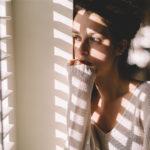 Hylkäämistä pelkäävä aiheuttaa usein omalla käytöksellään parisuhteen kariutumisen.