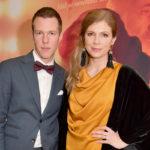 Pariskunta poseerasi tammikuussa punaisella matolla Viulisti-elokuvan kutsuvierasensi-illassa.