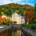 Karlovy Varyn idyllinen vanha keskusta sijoittuu jokien ympärille.