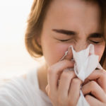 Nuha ja yskä ovat tyypillisiä flunssan oireita.