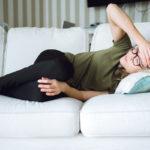 Naisilla migreeni puhkeaa tyypillisesti kuukautisten alkamisen aikaan, mutta sairaus voi alkaa myös myöhemmällä iällä.