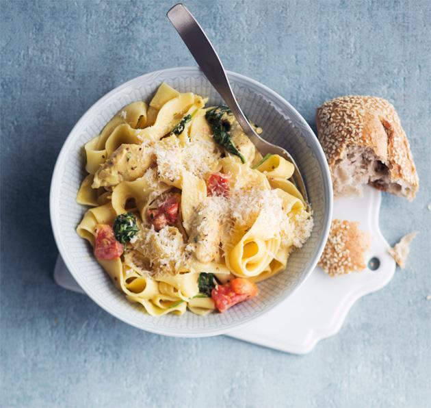 Hunaja-sinappikanapasta kermakastikkeessa parhaat pastareseptit