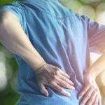 Nikamamurtuma on usein osteoporoosin ensimmäinen ilmentymä ja oire.