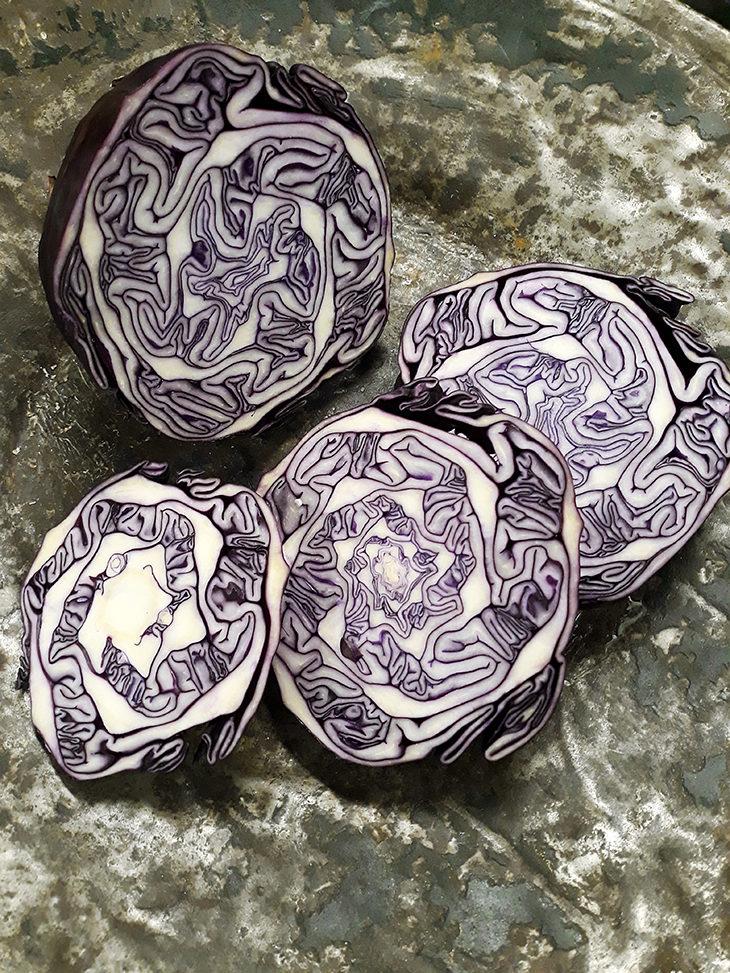 Punakaalilla on pitkä ja monipuolinen perinne sekä suomalaisessa ruokakulttuurissa että perinnetekstiilien värjäämisessä.