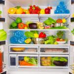Jääkaapin viileys hidastaa monien bakteerien kasvua ruuan pinnalla, niinpä laitamme ruoka-aineita jääkaappiin herkästi, ikään kuin varmuuden vuoksi.