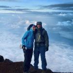 Janiina Kauppinen ja yhdessä miehensä Heikin kanssa Mount Fujilla Japanissa syksyllä 2017.