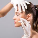 Tällä hetkellä botox-pistoksia voi antaaSuomessa lähes kuka tahansa.