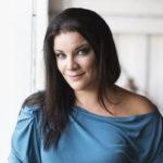 Laulaja ja tubettaja Hanna Pakarinen sai lempeämmän tyylin Annan muuttumisleikissä.