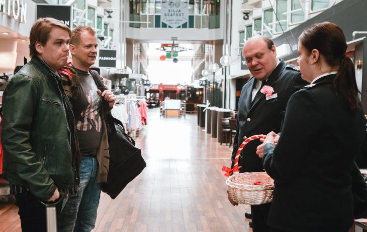 Emppu (Antti Tuomas Heikkinen), Kaide (Antti Luusuaniemi) ja Jokke (Hannu-Pekka Björkman)