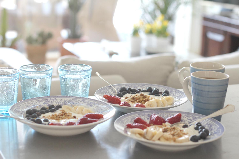 Aamiainen sohvalla