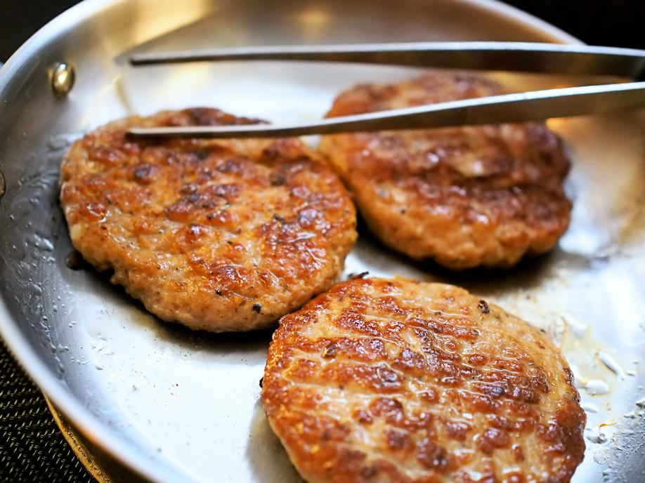 Broileri-nauta jauhelihapihvit